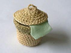 New Crochet Doll House Dollhouses Barbie Furniture 53 Ideas Crochet Hood, Diy Crochet, Crochet Dolls, Irish Crochet, Crochet Ideas, Crochet Patterns, Dollhouse Accessories, Doll Accessories, Barbie Furniture