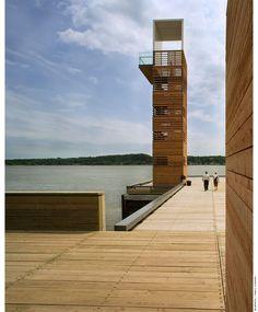 Promenade Samuel-de Champlain - La tour d'observation du quai des Cageux est érigée à l'extrémité ouest de la promenade. © Marc Cramer