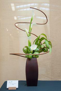 ikebana how to Ikebana Arrangements, Ikebana Flower Arrangement, Deco Floral, Arte Floral, Flower Show, Flower Art, Cactus Flower, Contemporary Flower Arrangements, Ikebana Sogetsu