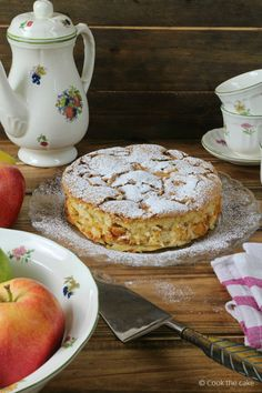 Cook the cake: Tarta de manzana lituana o apple sharlotka Apple Desserts, Apple Recipes, Fun Desserts, Sweet Recipes, Baking Recipes, Cake Cookies, Cupcake Cakes, New Year's Cake, Vintage Baking