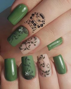 What you need to know about acrylic nails - My Nails Sparkle Nails, Fancy Nails, Love Nails, Pretty Nails, My Nails, Green Nails, Pink Nails, Uñas Diy, St Patricks Day Nails