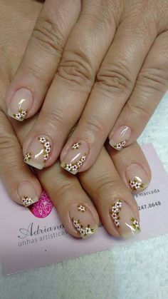 pretty manicure minus the stone & flower though. Flower Nail Designs, Flower Nail Art, Toe Nail Designs, French Nails, Nagel Gel, Stylish Nails, Nail Arts, Manicure And Pedicure, Toe Nails