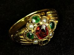SUPERB ANTIQUE ENGLISH 18K GOLD GARNET EMERALD PEARL FEDE CLASPED HANDS RING Antique Gold Rings, Antique Jewelry, Hand Ring, Vintage Antiques, Garnet, 18k Gold, Emerald, English, Pearls