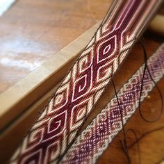 Rabbitbrush Studio: Meandering Tablet Weaving