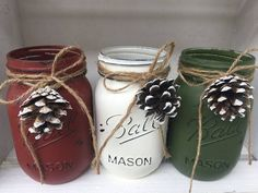 These Festive jars will be a great addition to anyones holiday decor. The listing is for 3 pint size Ball Mason Jars in brick red, vintage white and olive green. Each jar has twine tied at the neck an Mason Jar Projects, Mason Jar Crafts, Pot Mason Diy, Ball Mason Jars, Green Mason Jars, Holiday Crafts, Holiday Candy, Holiday Decor, Craft Christmas Gifts