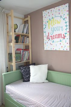 Antes y después de un dormitorio pequeño convertido en habitacion de invitados y oficina en casa