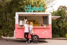 Food Trucks, Logo Food Truck, Coffee Food Truck, Vegan Food Truck, Food Stall Design, Food Cart Design, Food Truck Design, Food Truck Business, Foodtrucks Ideas