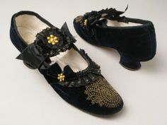 ©️️ Manchester City Galleries Velvet shoes with bound black silk ribbon over linen and kid, metal beads Richard Phillips & Sons 1870s Fashion, Edwardian Fashion, Vintage Fashion, Vintage Outfits, Vintage Boots, Vintage Clothing, Victorian Shoes, Victorian Dresses, Victorian Era