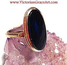 $119 Vintage Ladies Ring: 10k Yellow Gold Black Onyx Gemstone, size 5  (Image1)