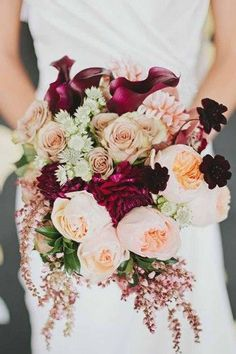 Wedding Flower Arrangements 10 Ideas for Fall Wedding Flowers That Will Make Your Wedding Pop - Fall is such a gorgeous time for weddings! Have fun with all the vibrant colors of autumn with these beautiful ideas for fall wedding flowers. Gold Bouquet, Burgundy Bouquet, Peony Bouquet Wedding, Bridal Bouquet Fall, Fall Bouquets, Fall Wedding Bouquets, Fall Wedding Flowers, Fall Wedding Colors, Wedding Flower Arrangements