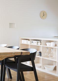 Multikomfort i visningshus, Larvik - Nyfelt og Strand Interiørarkitekter Corner Desk, Dining, Furniture, Home Decor, Homemade Home Decor, Meal, Corner Table, Home Furnishings, Decoration Home