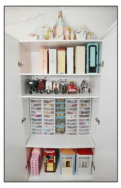 More storage from Prinsess Di-O-Rama.....she is so organized!