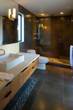 44 Popular Modern Contemporary Bathroom Design Ideas To Make Luxurious Look - Trendehouse Bathroom Interior Design, Floor Design, Pebble Tile, Modern Bathroom Design, Modern Contemporary Bathrooms, Contemporary Bathroom Designs, Bathroom Flooring, Bathrooms Remodel, Bathroom Decor