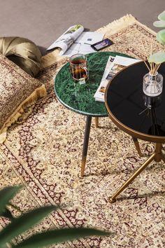 Deze prachtige bijzettafel van By Boo maakt van jouw interieur gegarandeerd een luxe oord! Green Marble, Marble Top, Interior Styling, Interior Design, Master Bedroom Interior, Looks Vintage, Table Legs, Decoration, Mid-century Modern
