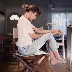 Image may contain: 1 person, sitting, shoes and indoor Estilo Dakota Johnson, Dakota Johnson Hair, Dakota Johnson Style, Dakota Mayi Johnson, Dakota Jhonson, Dakota Style, Anastasia Steele Outfits, Anastasia Steele Style, Ana Steele
