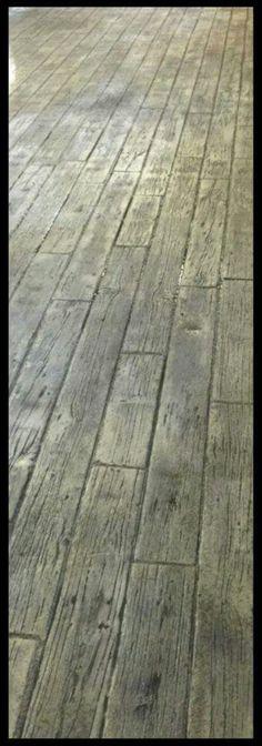 Beton estampé fini bois franc et balcon enduit acrylique Béton EP - piscine hors sol beton aspect bois