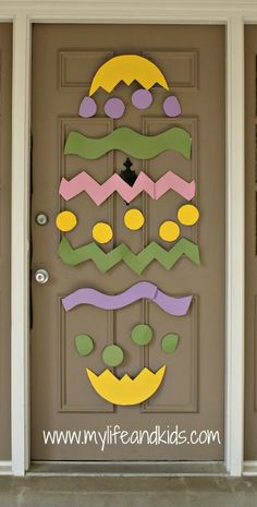Thinking about Spring Classroom decorations or Easter decorations for Classroom? Take quick clues from this Easter and Spring Classroom Door Decorations. School Door Decorations, Diy Easter Decorations, Diy Osterschmuck, Fun Diy, Diy Ostern, Easter Crafts For Kids, Easter Ideas, Spring Crafts, Classroom Door
