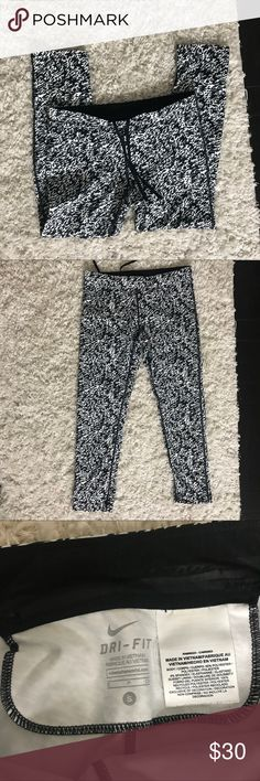 Ankle Length Nike Dri-fit leggings Ankle fit! Great condition  Size S Nike Pants Leggings