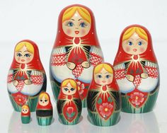 Traditional Russian doll with 7 pieces, flower decor