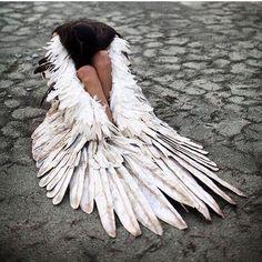 the fallen angel- or risen angel Angels Among Us, Angels And Demons, Fallen Angels, Fallen Angel Wings, Story Inspiration, Character Inspiration, Costume Ange, Fantasy Magic, Angel Falls
