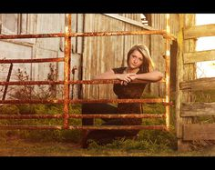 Senior Photography barn and fence Farm Senior Pictures, Farm Pictures, Photography Senior Pictures, Farm Photography, Senior Photos, Senior Portraits, Couple Pictures, Senior Girl Poses, Senior Girls