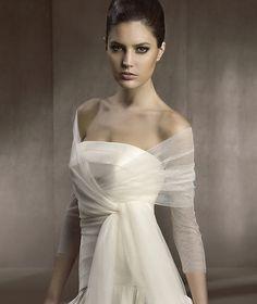 Casacos, camisolas e echarpes em tule transparente para noivas