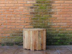gabinete de madeira coletada na rua