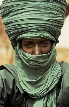 Touareg in a Green Turban - Gao - Mali - courregesg We Are The World, People Around The World, Wonders Of The World, Around The Worlds, 3d Foto, Photocollage, Portraits, Interesting Faces, World Cultures