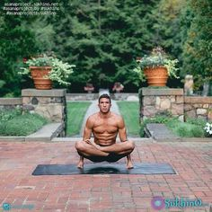 Yoga postures and poses Yoga Poses For Men, Yoga Poses For Beginners, Yoga For Men, Male Yoga, Ashtanga Yoga, Combattre Le Stress, Lotus Pose, Meditation, Yoga Posen