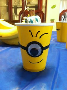 I think that Minion cup would be a great idea to use it at a birthday party! Minion Party Favors, Minion Theme, Despicable Me Party, Minion Birthday, Boy Birthday, Birthday Ideas, Happy Birthday, Party Cups, Partys