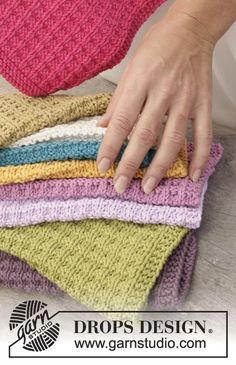 """Waffle Love - Knitted DROPS cloth with textured pattern in """"Cotton Light"""". - Free pattern by DROPS Design"""