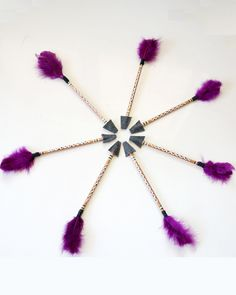 DIY arrow pencil toppers. Hand painted with feathers and felt arrowhead cozy.  #schoolfavors#boyfavors#diypencilcrafts#penciltoppers