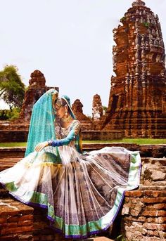 for the love of anarkali, designer anybody? Pakistani Couture, Indian Couture, Pakistani Outfits, Indian Outfits, Desi Clothes, Indian Clothes, Indian Photoshoot, Indian Lehenga, Indian Attire