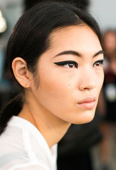 Runway Beauty: Graphic Cat Eyes at Cushnie et Ochs Spring/Summer 2015 - Makeup For Life