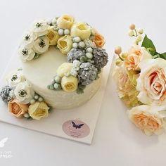Awesome flower cake❤️ #awesomeflowercake#koreaflowercake#buttercreamcake#baking#flowercake#weddingcake#weddingbouquet#버터크림플라워케이크#버터크림플라워케익#버터크림#웨딩케익#웨딩케이크#부케#강북구플라워케이크#서울플라워케이크#성북구플라워케이크#플라워케익클래스#플라워케이크클래스#수제케이크#수제케익#어썸플라워케이크#어썸플라워케익#강북플라워케이크#원데이클래스#강북플라워케익#카네이션케이크#카네이션케익#코트도르#http://awesome-cake.com