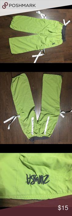 Zumba cargo pants size medium Cleaning out my closet.  Zumba brand cargo pants size medium. Color is green. Zumba Pants