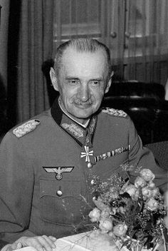 General der Infanterie Waldemar Erfurth (04 August 1879 - 02 May 1971), during the Second World War he was liaison officer in the Finnish headquarters 1941-1944. He wrote a book about the Murmansk railroad and a war journal from 1944.