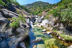 Paisajes del Norte de Extremadura, una región que alberga la esencia del viaje, de la naturaleza, de la vida...La Garganta de los Infiernos donde el agua ha moldeado la orografía de un habitat único.