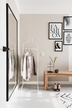 Het huis van fonQ-medewerker Tessa zit vól met jaloersmakende items A look into the Scandinavian terraced house of fonQ employee Home Bedroom, Home Living Room, Living Room Decor, Bedroom Decor, Bedroom Flooring, New Room, Home Interior Design, House Styles, Home Decor