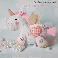 Barbara Handmade, cute felt crafts, no patterns, not in English Felt Crafts Patterns, Fabric Crafts, Sewing Crafts, Sewing Projects, Craft Projects, Felt Christmas, Christmas Crafts, Diy And Crafts, Arts And Crafts