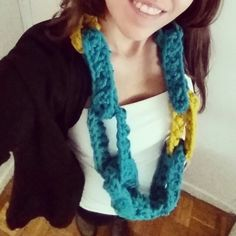 crochet chain infinity scarf - free tutorial at http://bit.ly/cuello_cadena_crochet