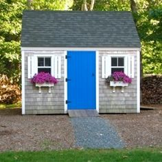 What a cute garden shed. Would love this in my back yard.