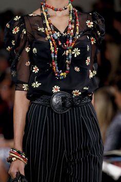Les perles multicolores de Ralph Lauren http://www.vogue.fr/joaillerie/tendance-des-podiums/diaporama/les-tendances-bijoux-de-la-fashion-week-printemps-ete-2013/10154/image/635185#les-perles-multicolores-de-ralph-lauren