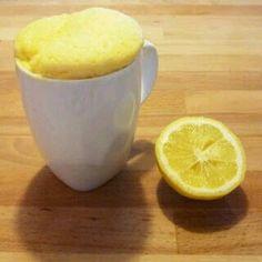 Mug cake citron 1 oeuf 15 g de sucre 20 g de lait (2 cuillerées à soupe) 20 g de jus de citron (2 cl) 30 g de farine 1/2 cuillerée à café de levure 1 cuillerée à soupe de graines de pavot