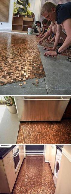 Boden mit Kupfergeld bekleben - DIY Luxus-Boden