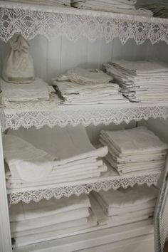 Shabby chic bathrooms 780248704176799858 - on ideas for Alabaster.no retail furniture: this one is perhaps a little too shabby chic for a retail store but nonetheless a extremely inviting linen cupboard. Source by manoucorneau Shabby Chic Vintage, Style Shabby Chic, Shabby Chic Decor, Vintage Linen, Shabby Chic Yellow, Retro Vintage, White Furniture, Shabby Chic Furniture, Furniture Ideas
