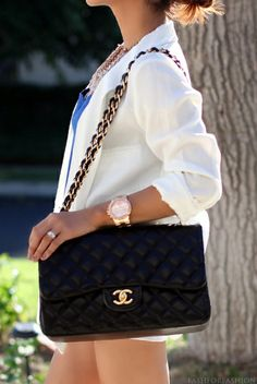 I love my Chanel purse. I would also love this Chanel purse. Look Fashion, Fashion Beauty, Fashion Outfits, Fashion Trends, Chanel Fashion, Fashion Bags, Mode Chanel, Latest Fashion For Women, Womens Fashion
