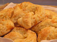 cheesy soft pretzel.  make at home recipe