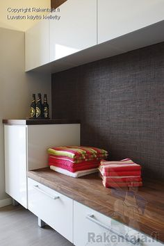 pukuhuone - Google Search Portable Steam Sauna, Small Toilet, Spa Rooms, My Dream Home, Laundry Room, New Homes, Kitchen Cabinets, Saunas, Interior Design