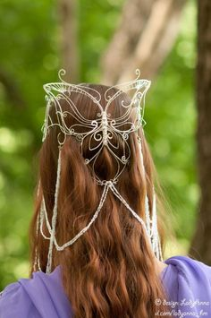 Wire butterfly headdress tiara crown I've thought about doing a headdress before, but this is just stunning! I think some petite handmade chains would just further enhance a design like this. Headpiece Jewelry, Head Jewelry, Wire Jewelry, Body Jewelry, Jewellery, Cartier Jewelry, Steampunk Accessoires, Circlet, Fantasy Jewelry